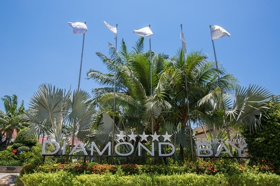 Diamond Bay gate