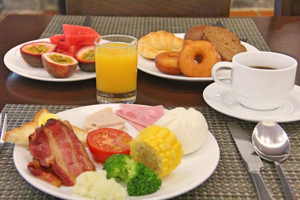 Vista Restaurant breakfast - Diamond Bay Resort & Spa